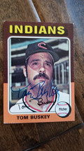 1975 TOPPS SIGNED AUTO ON ROOKIE CARD TOM BUSKEY INDIANS YANKEES BLUE JA... - $16.82