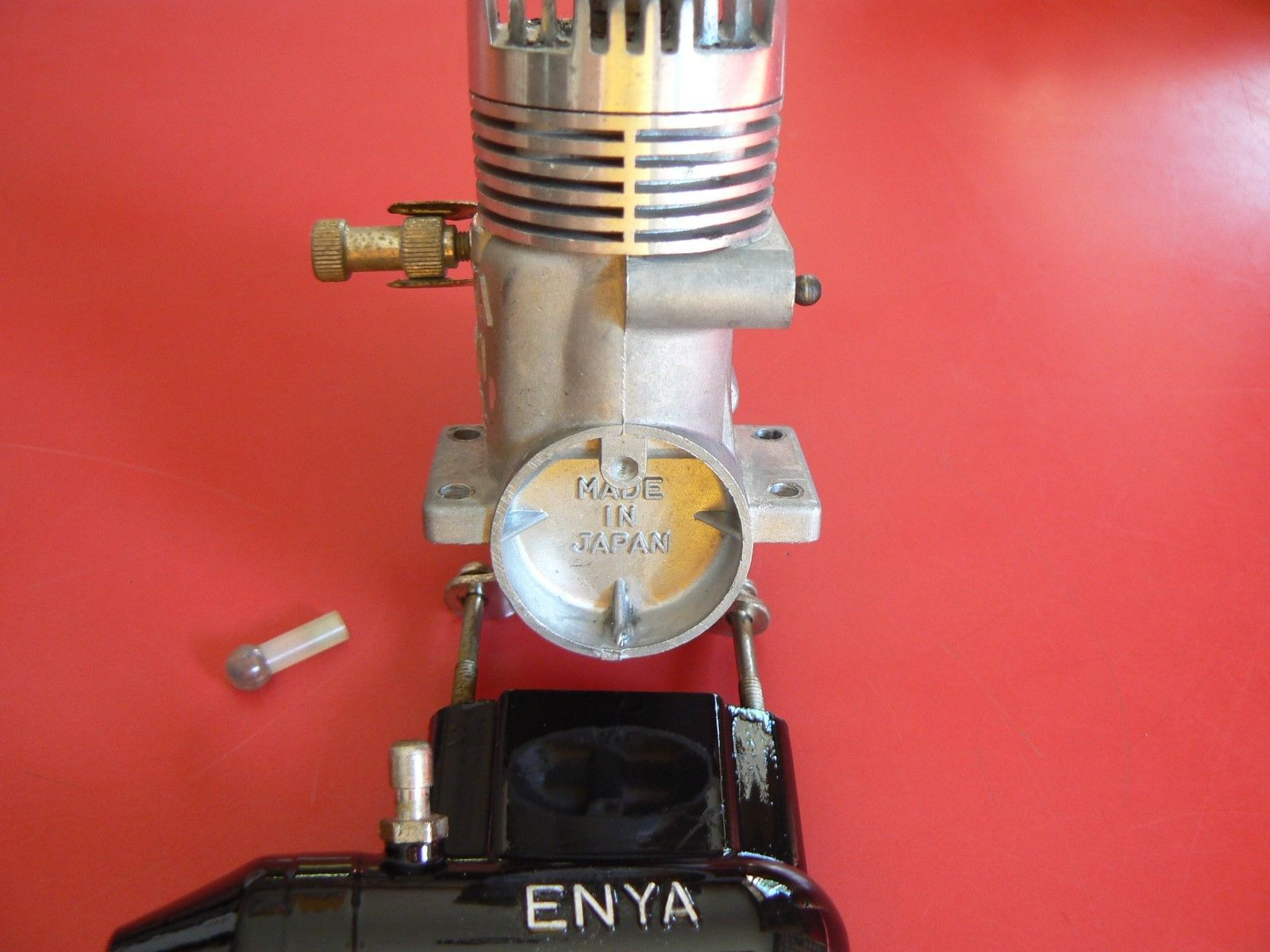 MRC ENYA 19-VI MODEL 4006 WITH EXHAUST VINTAGE VERY LOW RUN TIME