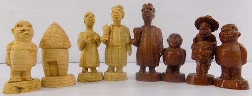 African Chess Set Pieces hand carved light dark Wood storage box H34