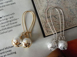 WHITE SWAROVSKI PEARLS GOLD OR SILVER EARRINGS WEDDING bridesmaids GIFT - $9.30