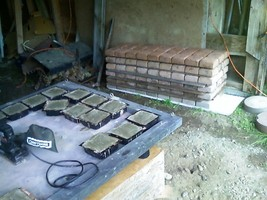 SUPPLY KIT w/18 DRIVEWAY PAVER MOLDS MAKE 100s OF 6x6x2.5 CONCRETE PAVERS CHEAP image 6