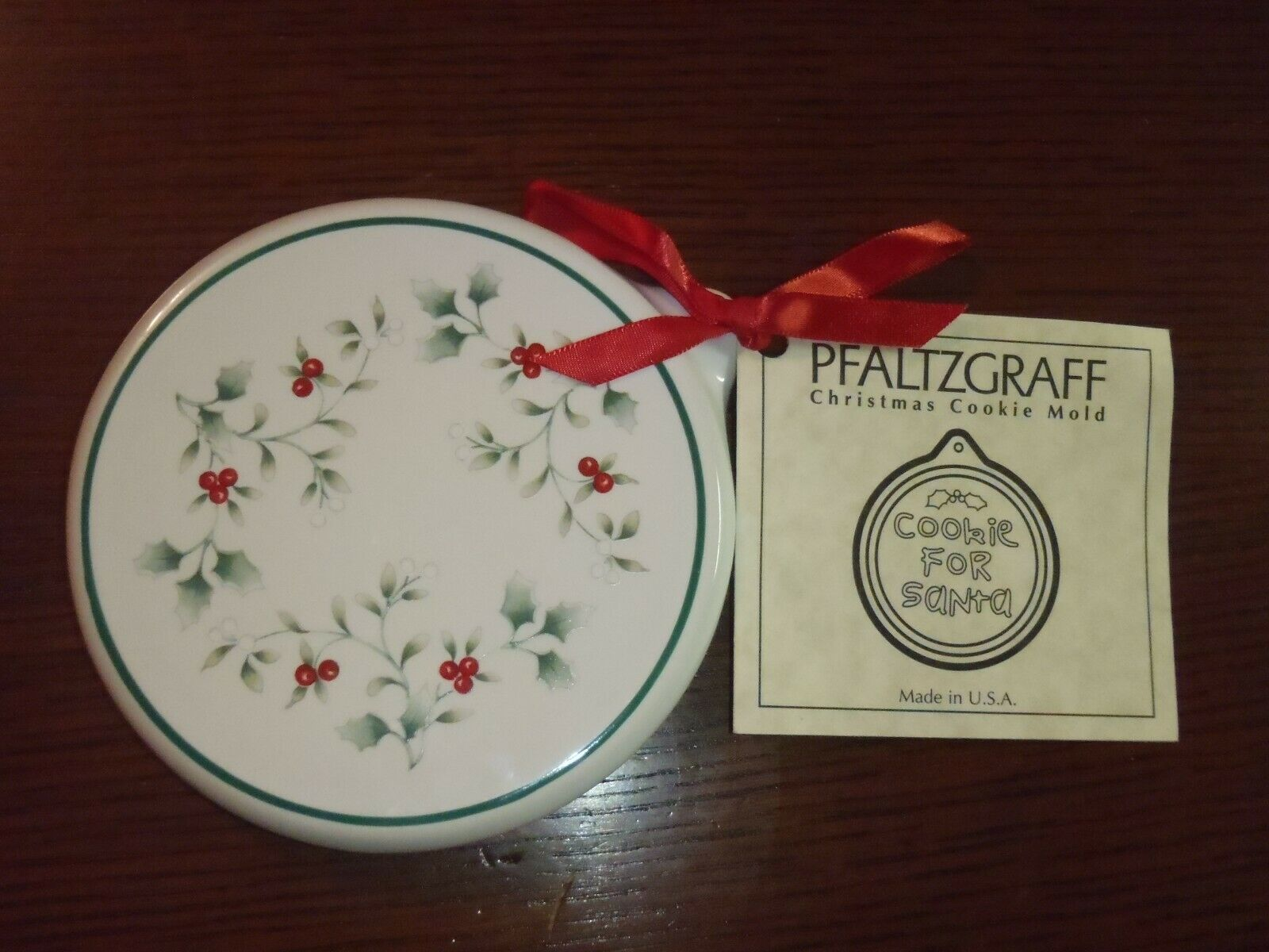 Large Pfaltzgraff Jamberry Sage Green Leaf Plate Embossed Pottery