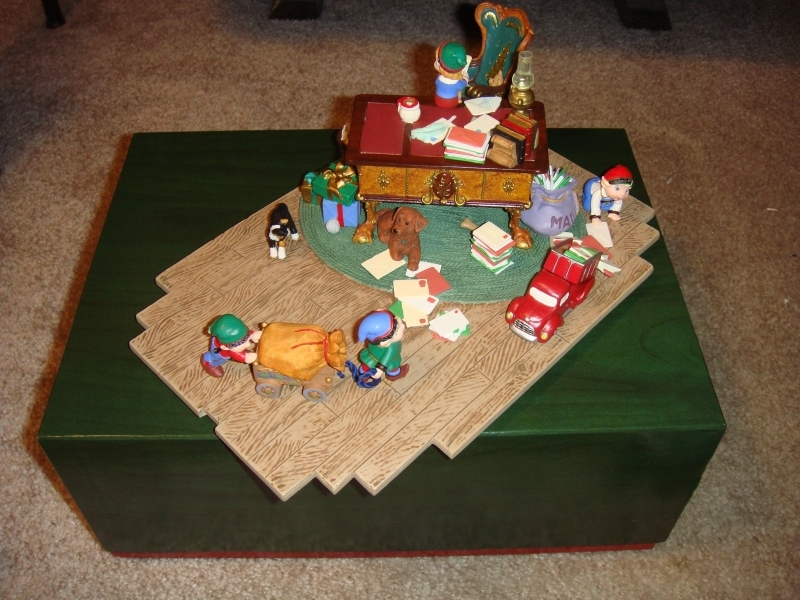 Hallmark Santa's Desk 2001 Limited Edition Studio Display