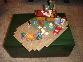 Hallmark Santa's Desk 2001 Limited Edition Studio Display image 1
