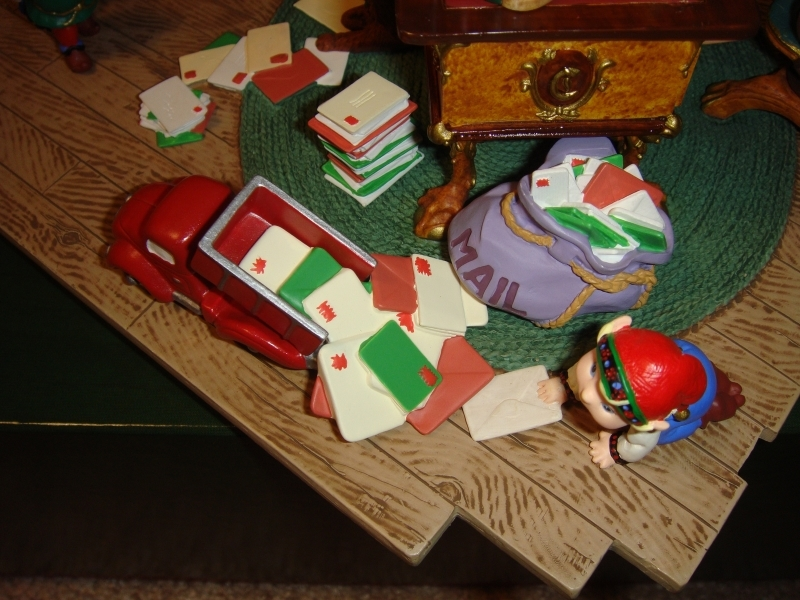 Hallmark Santa's Desk 2001 Limited Edition Studio Display image 3