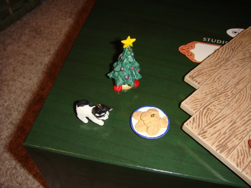 Hallmark Santa's Desk 2001 Limited Edition Studio Display image 6