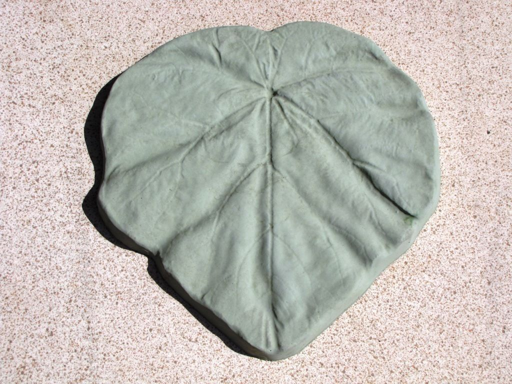 """18"""" Tropical Garden Leaf Stepping Stone Mold - Make Them For About $1.00 EACH."""