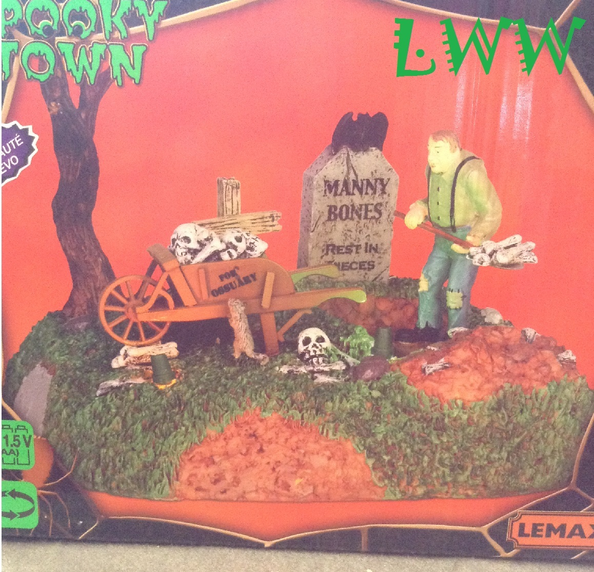 Lemax Halloween Spooky Town Igor The Grave Digger lighted animated table accent