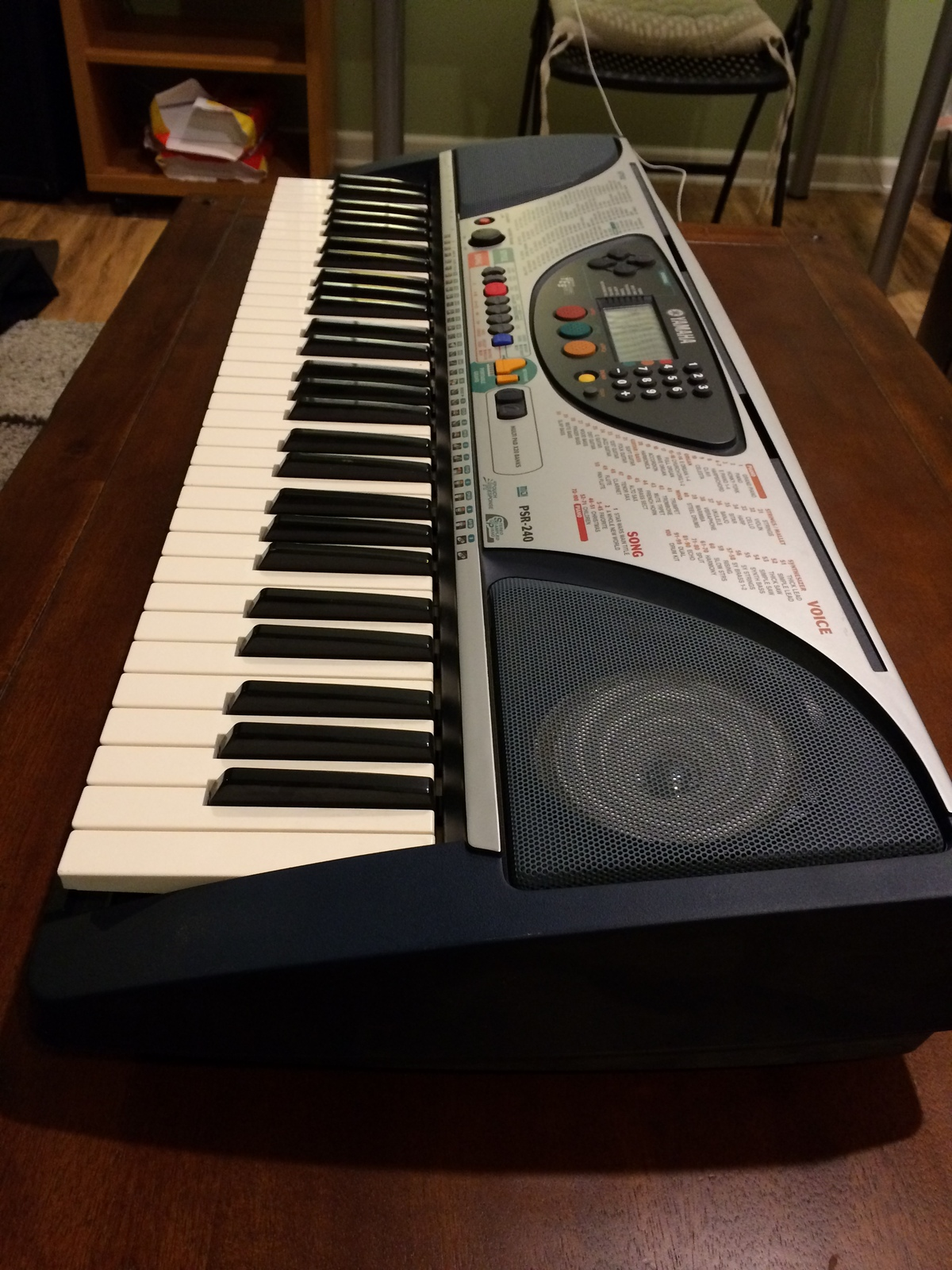 Yamaha PSR-240 Electronic Keyboard