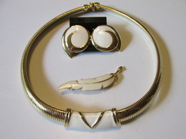 Vintage / Retro Monet Jewelry Set - Enameled Choker, Clip On Earrings & Pin - €14,15 EUR