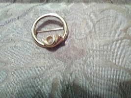 VINTAGE GOLDEN PIN BROOCH FRENCH HORN ACCENT CIRCLE PIN OR SCARF PIN - $18.00