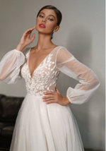New Bohemian Style V-Neck Appliques Vintage Puff Sleeves Beach Wedding Gown image 2