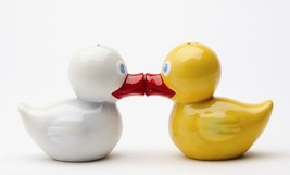 MAGNETIC SALT PEPPER SHAKERS OH JUST DUCKIE ADORABLE - $12.28
