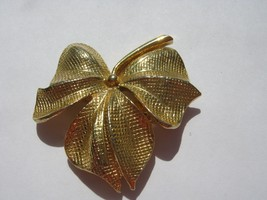 PIN gold color leaf PIN - $4.94