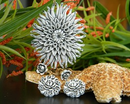 Vintage Plastic Flower Molded Bubblelite Featherlite Pendant Earrings - $29.95
