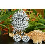 Vintage Plastic Flower Molded Bubblelite Featherlite Pendant Earrings - $29.95