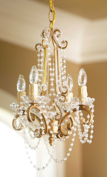 GORGEOUS  CHIC SHABBY IRON/ACRYLIC GOLD PETITE CHANDELIER,11''DIAM X 15''TALL.