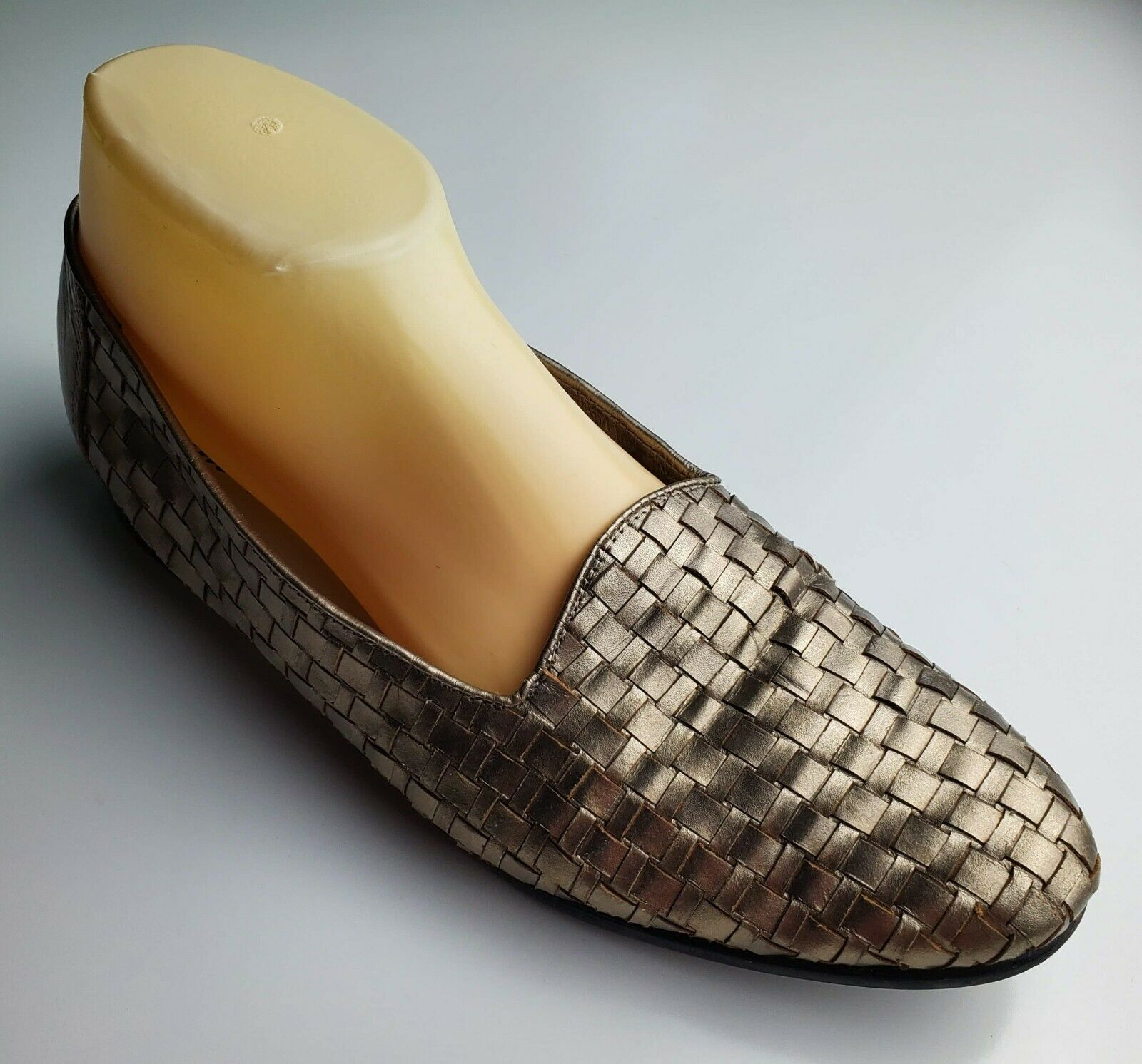Primary image for Women's Trotters Flat Woven Loafers Gold Metallic Leather Slip On  Size 9 M
