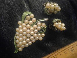 "2"" Pin Brooch Faux Pearls Grape Cluster Green Enamel and Clip On Earrings - $24.56"