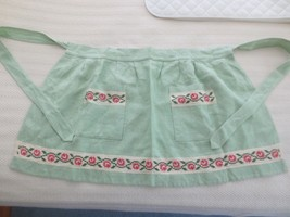 Vintage FLORAL ROSES PANEL CROSS STITCH Green Linen HALF APRON - Ladies  - $9.90