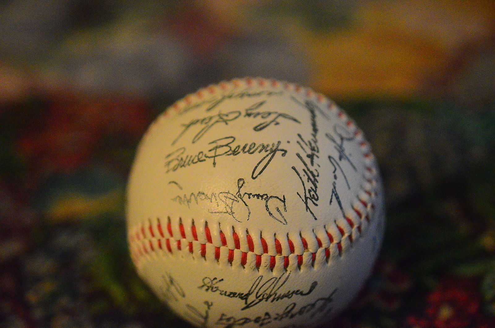 1986 NEW YORK METS BASEBALL with facsimile signatures of the team