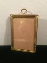 "Vintage 40s gold ornate 5"" x 7"" frame with top hanging circle design"