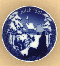 """Porsgrund Norway Porcelain Plate 1991 """"Going To The Church"""" Blue & White 7"""" - $10.74"""