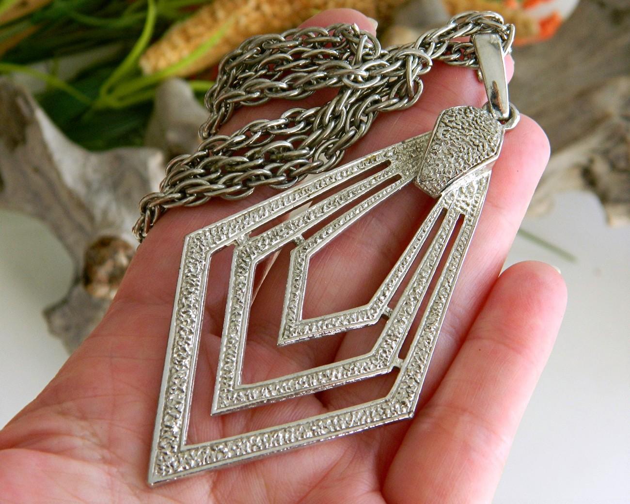 Vintage Diamond Shaped Pendant Necklace Geometric Concentric