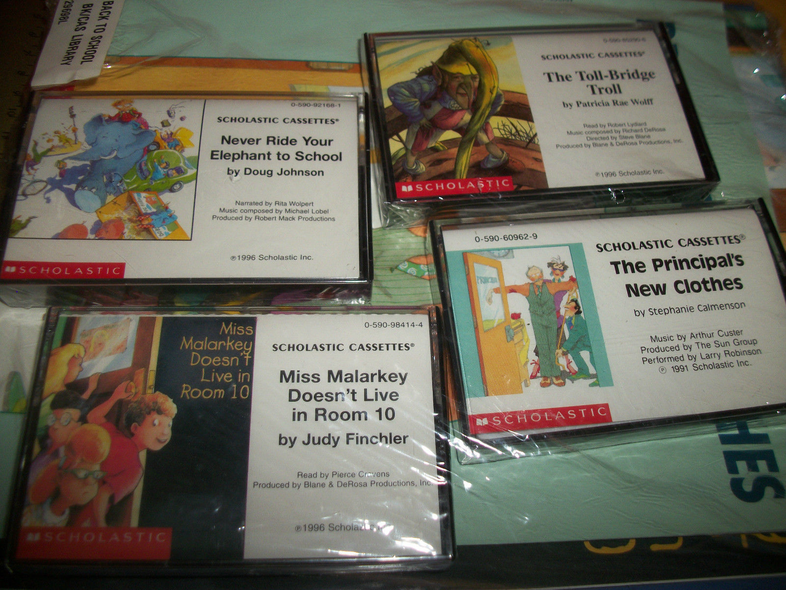 5 Scholastic Cassette Tapes-Norman Bridwell Clifford's stories-free ship
