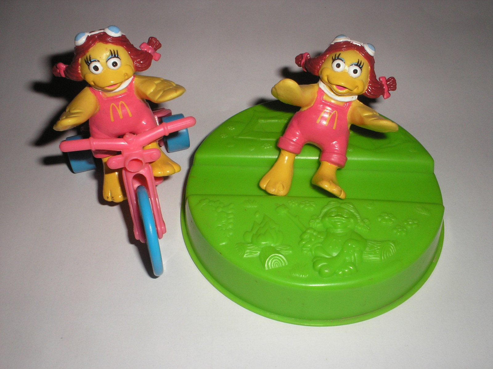 MCDONALD`S HAPPY MEAL TOY - Lot of 2 Tricycle Birdie & 1/2 Top Camper Kit Dish19