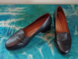 EUC -BEAUTIFEEL Black 100% Leather Flat/Low Hee... - $23.36