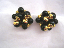 Trifari black bead gold tone round clip earrings MINT signed - $39.59