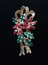 Gerrys Vintage Christmas Pin-Flower Bunch Poinsettia Holly Gold T Metal ... - $6.89