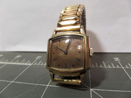 Elgin Womans Wrist Watch Collectable Runs Great... - $38.50