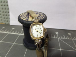 Watch Woman's Wristwatch Bulova Dress Small Runs Great Collectable  - $35.50
