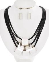 Matt Silver Tone metal Geometric Blocks Necklace Set - $40.47 CAD