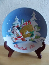 """1985 Disney Collection Mickey and Donald """"Santa's Helpers"""" Collector's Plate  - $25.00"""