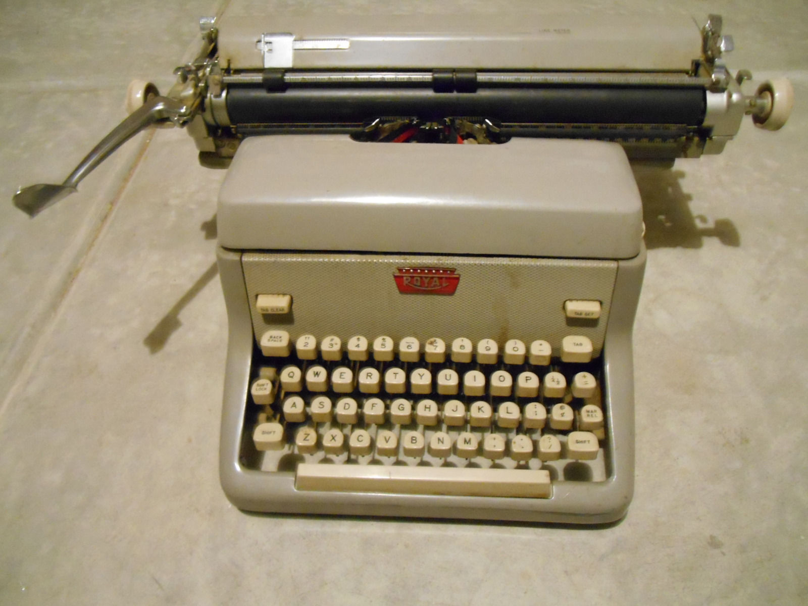 Antique Royal manual mechanical typewriter Needs work.