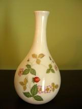 "Wedgwood Wild Strawberry Bud Vase 5.5"" Bone China Gold Trim Excellent Co... - $14.99"