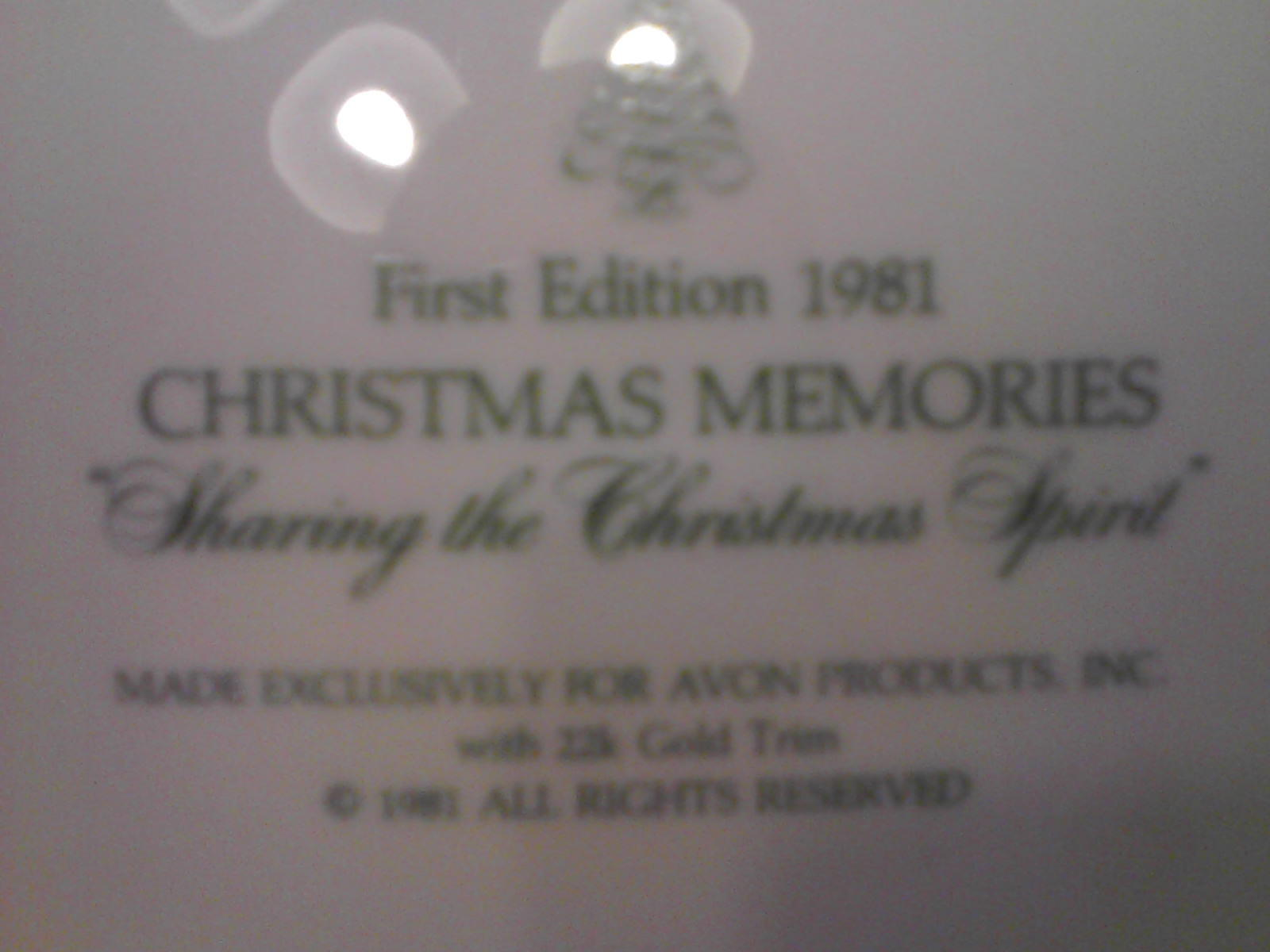 """AVON FIRST EDITION 1981 CHRISTMAS MEMORIES """"SHARING THE CHRISTMAS SPIRIT"""" IN BOX"""