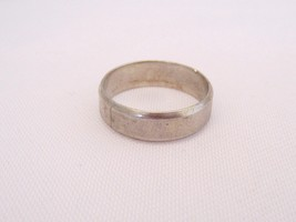 Vintage Sterling Silver Band Ring Size 8.5 - $15.00