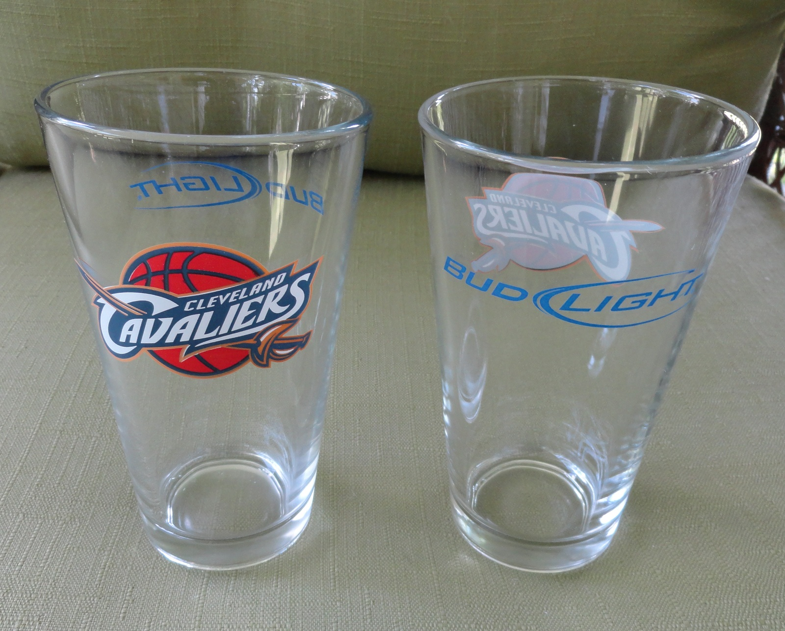 Pair of One Pint Bud Light Cleveland Cavaliers Logo Bar Glasses