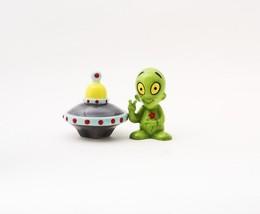 Alien Saucer Ceramic Magnetic Salt and Pepper Shaker Set Home Kitchen Decor - $11.17
