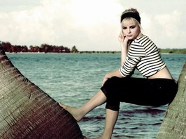 Chloe Moretz Amazing girl Model Actress 32x24 P... - $13.95