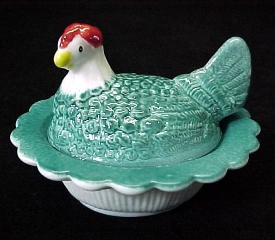79663a glass chick salt cellar hen on a nest blue air brushed