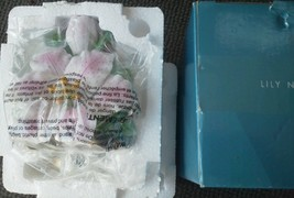 Lily Nightlight Avon Large Ceramic Flower Buds Pink 3D Floral Bouquet Li... - $18.59