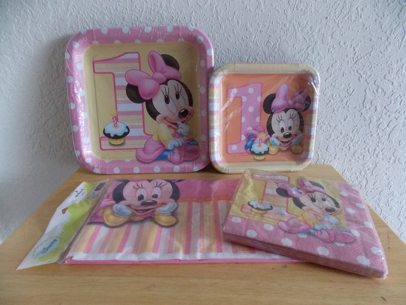 Primary image for Disney Baby Minnie 1yr old Plates, Napkins & Tablecloth
