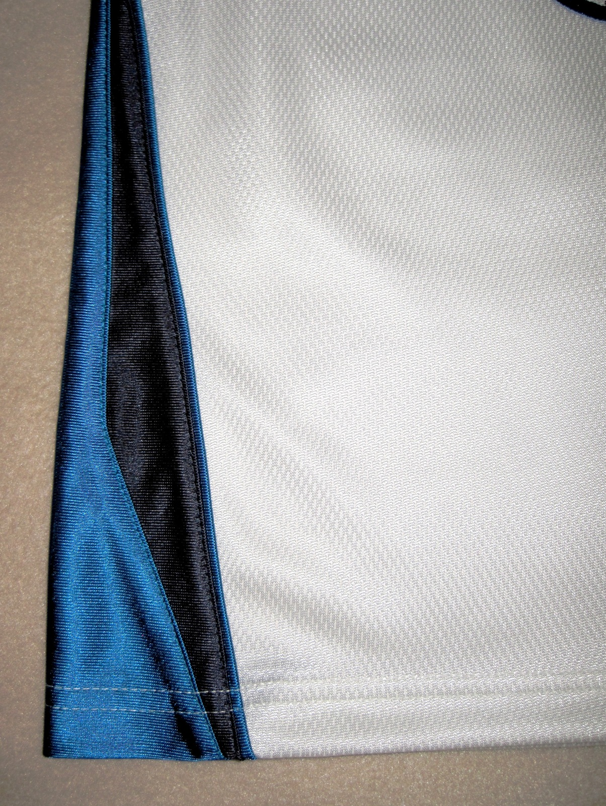 BOYS 6 - Nike Hoops - White-Electric Blue-Black BASKETBALL SPORTS JERSEY image 3