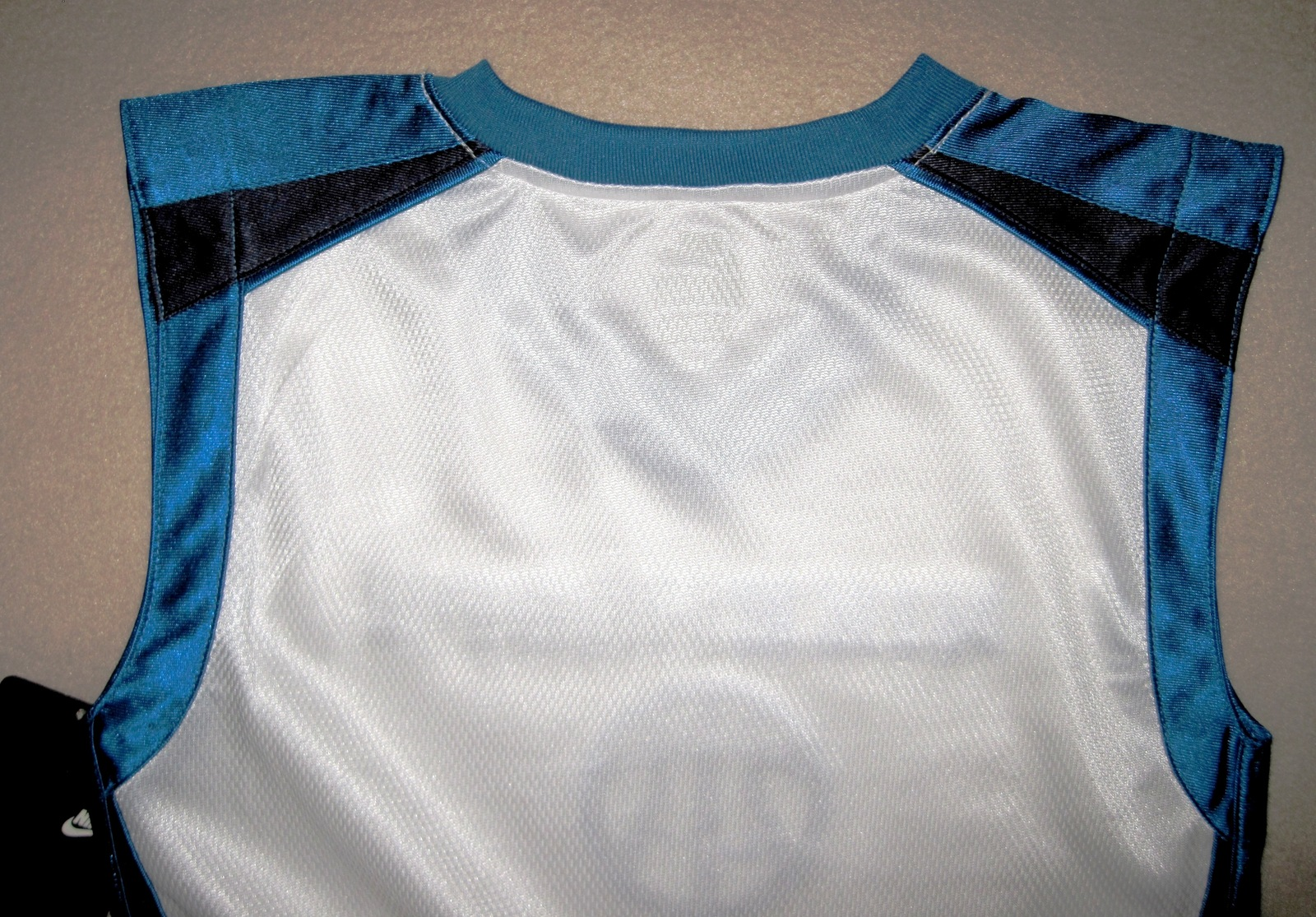 BOYS 6 - Nike Hoops - White-Electric Blue-Black BASKETBALL SPORTS JERSEY image 7