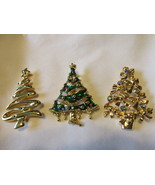 Three Vintage Christmas Tree Pins with Rhinestones, Enameling, One Marke... - €12,17 EUR